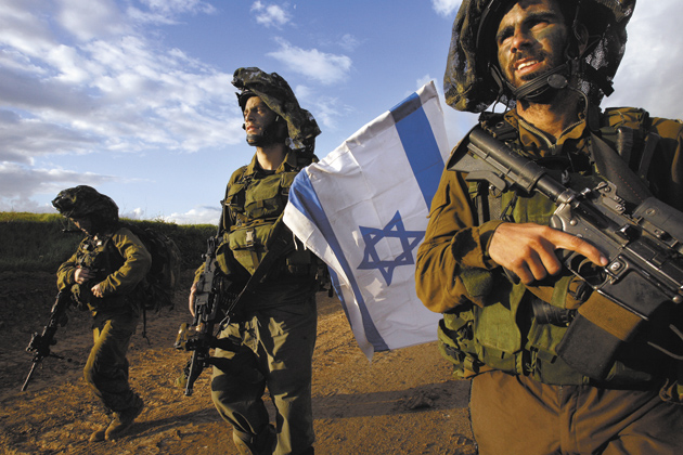 Israeli soldiers returning from the war in Gaza, near the Israeli town of Sderot, January 18, 2009