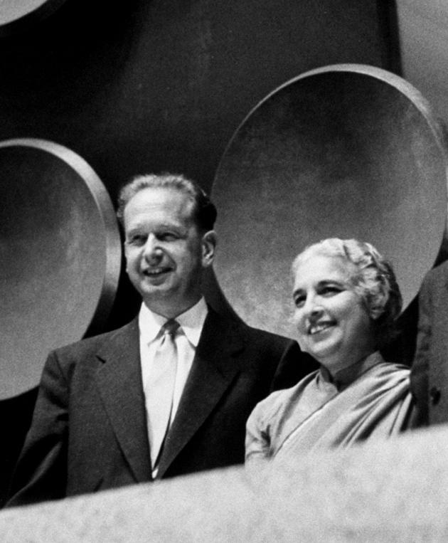 UN Secretary-General Dag Hammarskjöld and General Assembly President Vijaya Lakshmi Pandit at a meeting of the assembly, September 1953