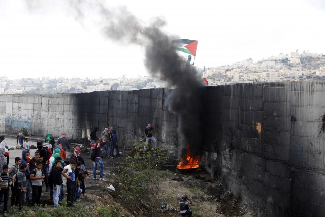 Palestinian demonstrators attempting to break the barrier separating parts of East Jerusalem and the West Bank from Israel, Jerusalem, October 28, 2015
