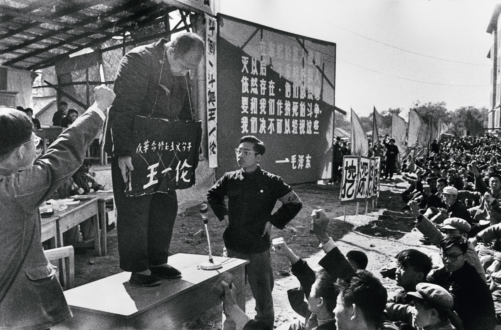 """Provincial Party Secretary Wang Yilun, one of Heilongjiang's most powerful leaders, is criticized by Red Guards from the University of Industry and forced to bear a placard around his neck with the accusation """"counterrevolutionary revisionist element,"""" Harbin, northern China, August 23,1966"""