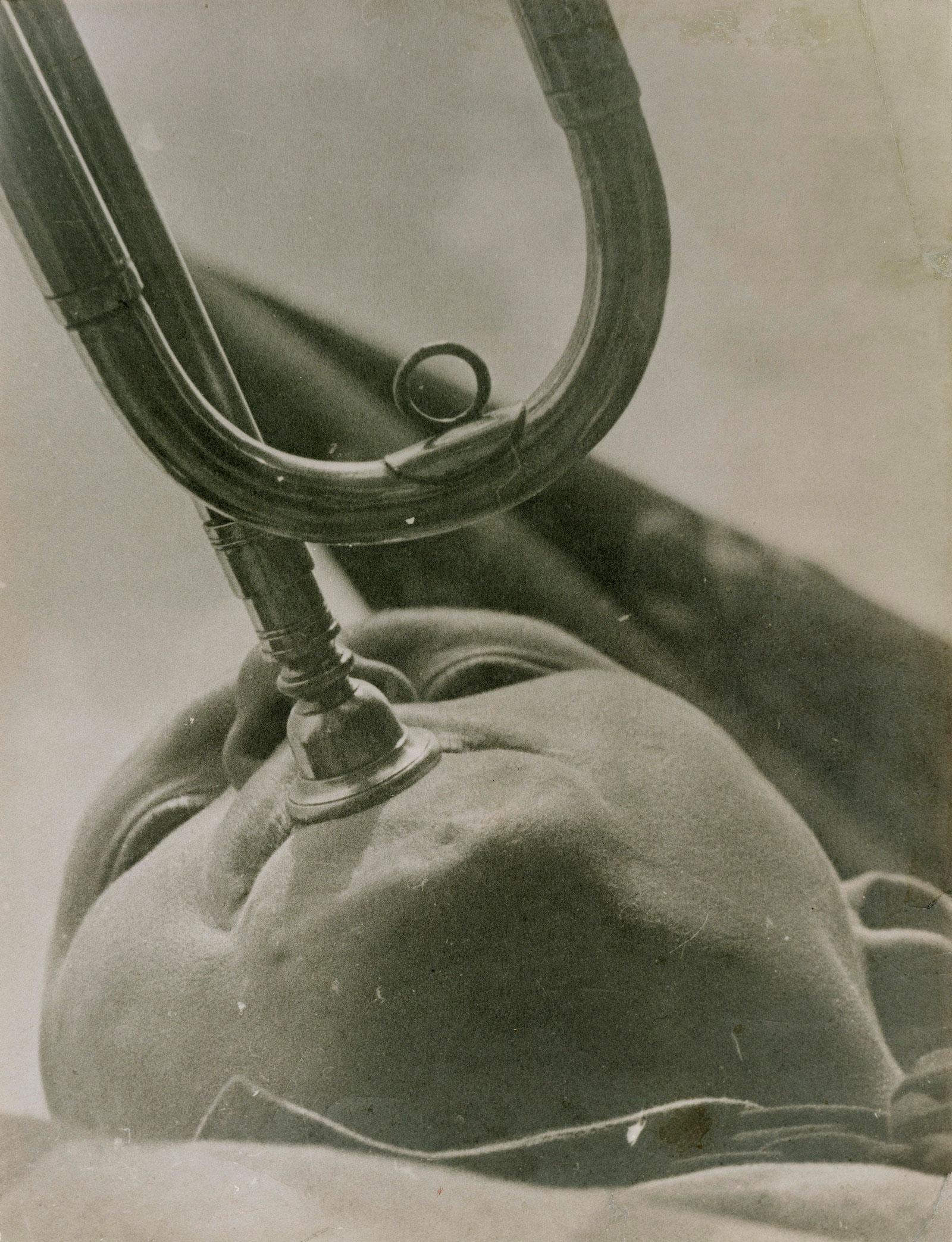 Alexander Rodchenko: Pioneer Playing a Trumpet, 1930