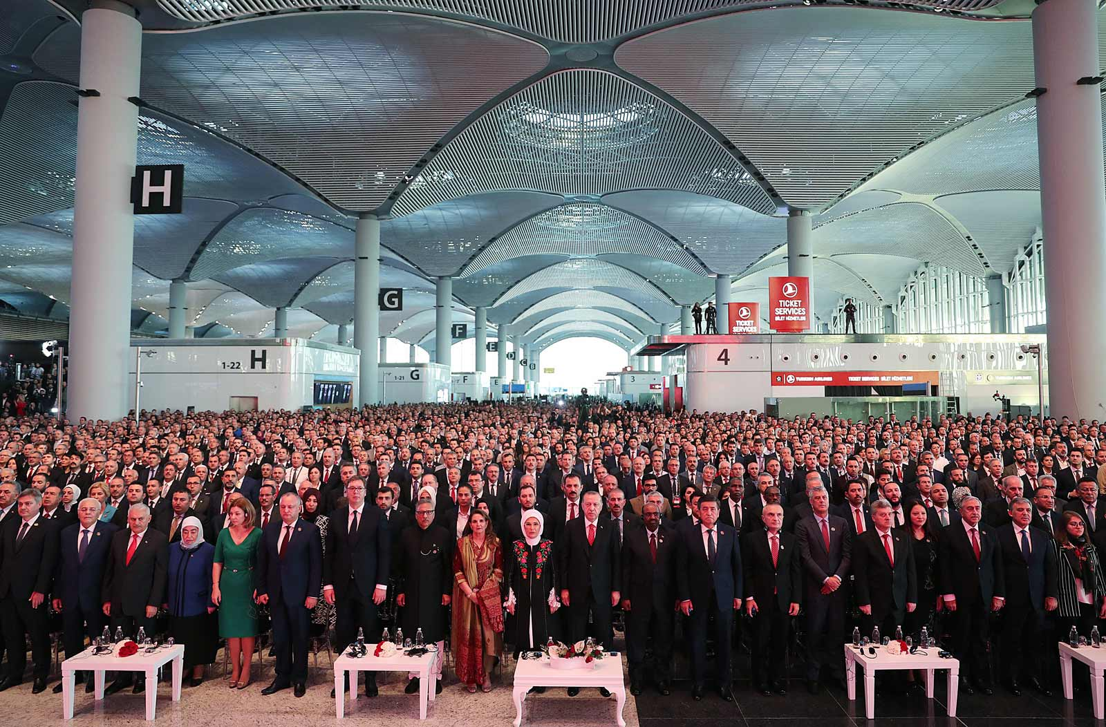 Turkish President Recep Tayyip Erdoğan with his wife Emine Erdoğan, and the presidents of Serbia, Moldova, Kyrgyzstan, Sudan, and Kosovo at the opening ceremony of new airport in Istanbul, October 29, 2018