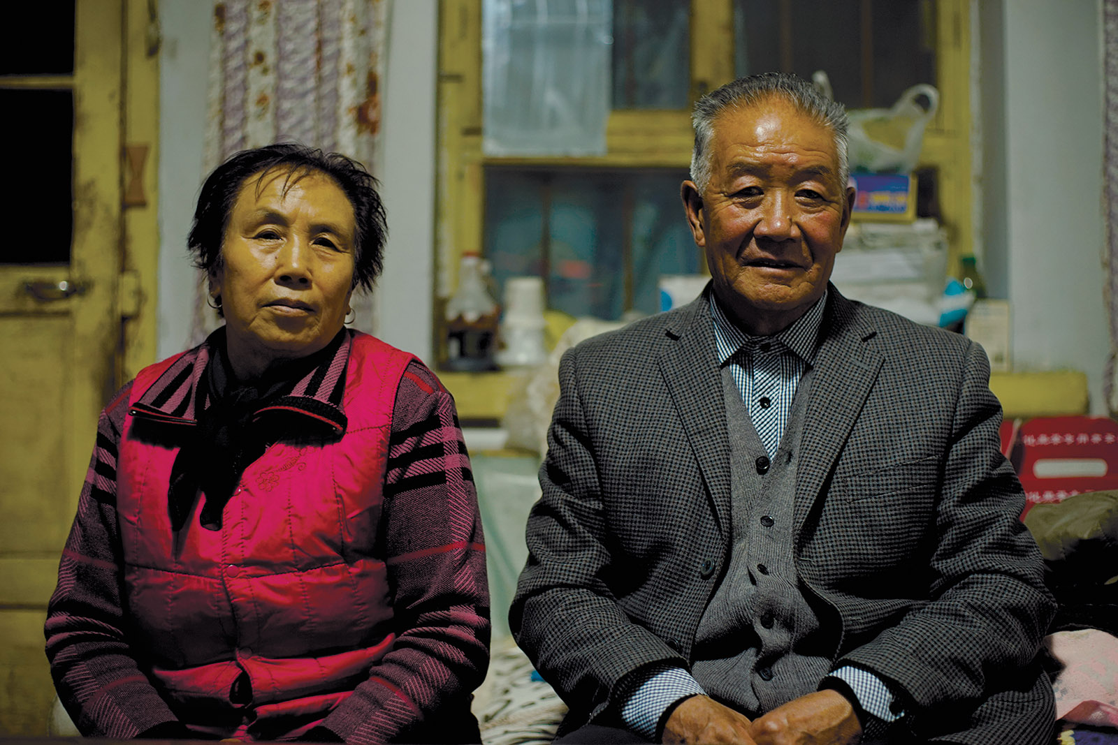 Cao Zonghua, a survivor of the Anxi-Shigong camp, with his wife in Wang Bing's Dead Souls