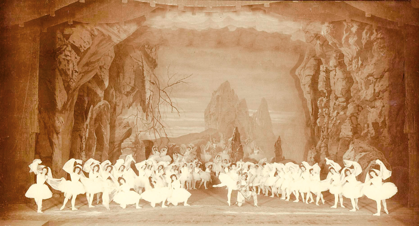 A scene in the Kingdom of the Shades from La Bayadère, 1900