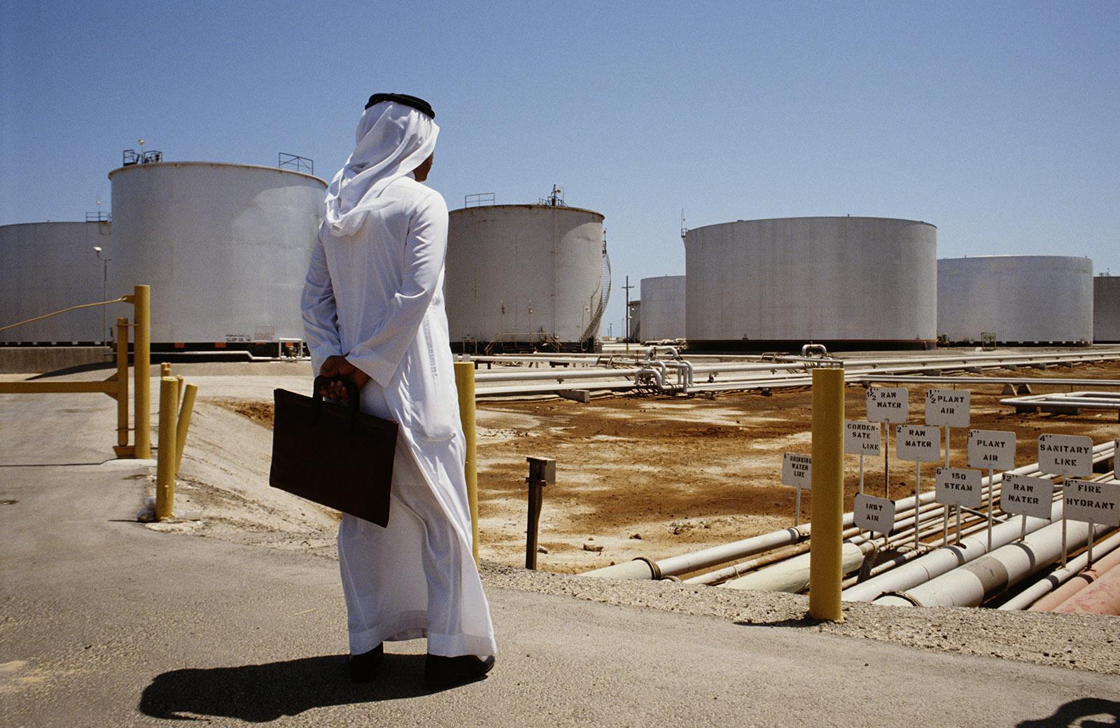 A view of the Aramco oil refinery in Saudi Arabia, 1990