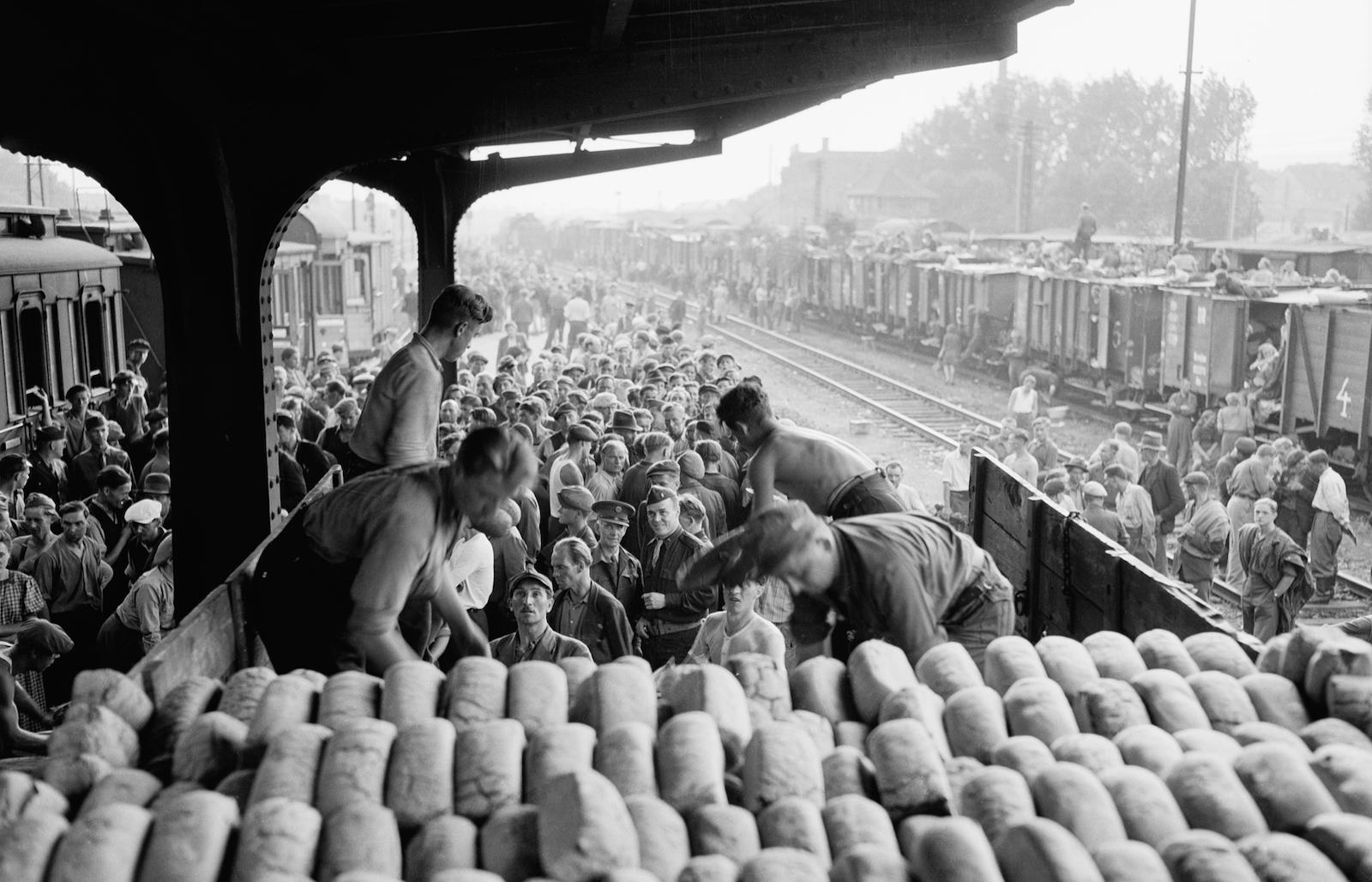 Relief workers unloading bread, 1945
