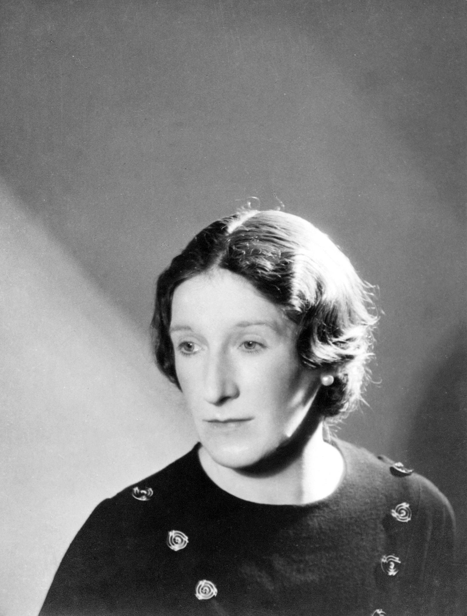 Elizabeth Bowen in the photograph she sent to Humphry House in 1933 shortly before his marriage to Madeline Church