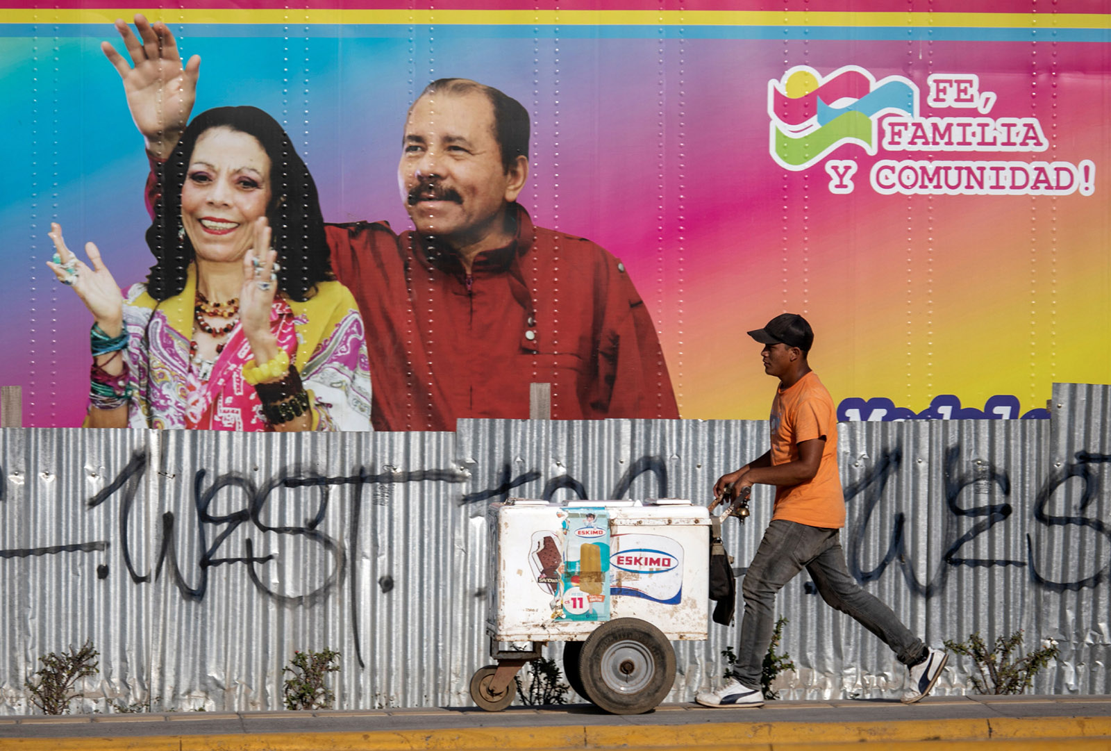 Nicaraguan president Daniel Ortega and his wife, vice-president Rosario Murillo, pictured on the side of a mobile health clinic